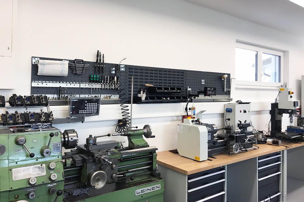 Leinen DLZ 140 und Wabeco D6000 Drehbank in unserer Werkstatt